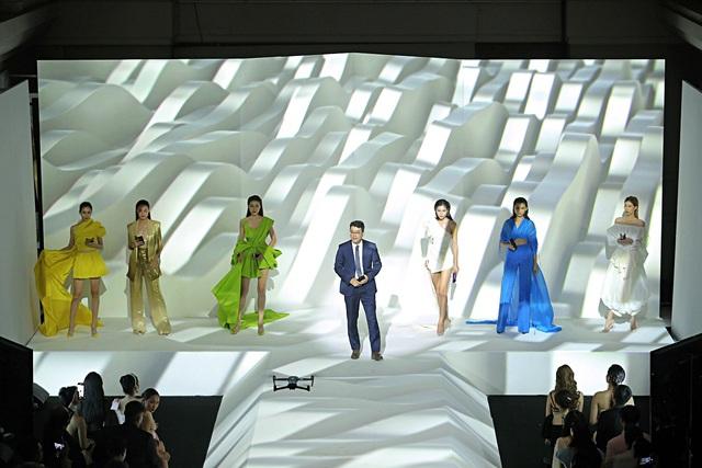 Màn ra mắt Galaxy Fold tại Việt Nam: Không chỉ là sự kiện công nghệ mà còn là buổi tiệc xa hoa bậc nhất - Ảnh 4.