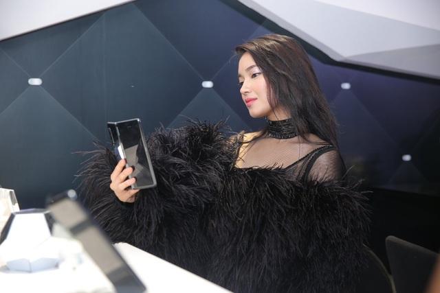 Màn ra mắt Galaxy Fold tại Việt Nam: Không chỉ là sự kiện công nghệ mà còn là buổi tiệc xa hoa bậc nhất - Ảnh 6.