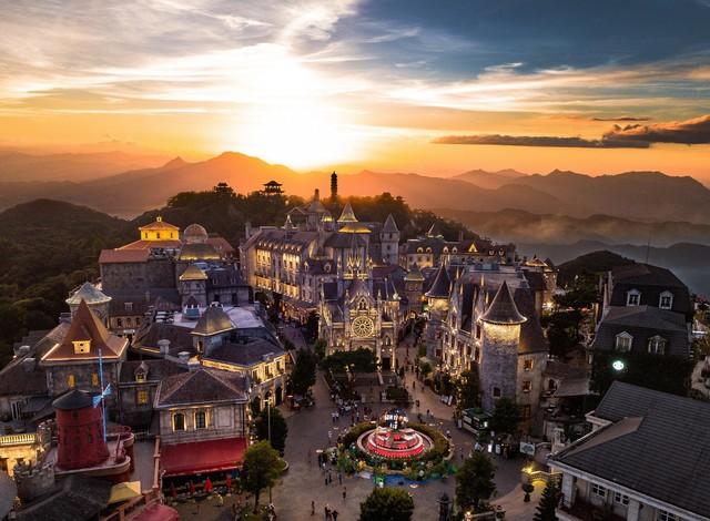 Giành hàng loạt giải thưởng quốc tế, du lịch Việt Nam thăng hạng ngoạn mục như thế nào? - Ảnh 1.