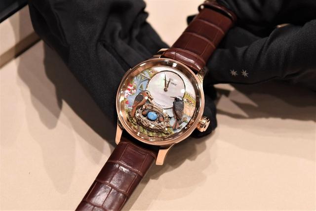 Jaquet Droz ra mắt đồng hồ Vịnh Hạ Long độc bản tại workshop nghệ thuật tiểu họa - Ảnh 3.