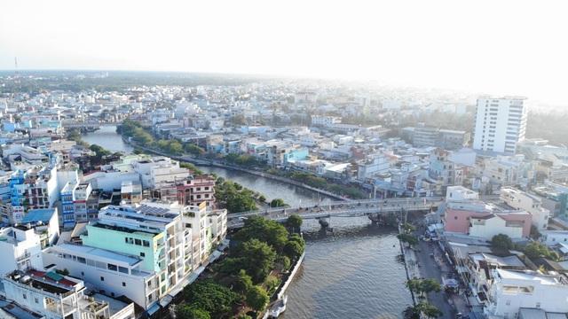 Cà Mau sắp nâng cấp đô thị lên thành phố loại I, thị trường bất động sản trở nên sôi động - Ảnh 1.