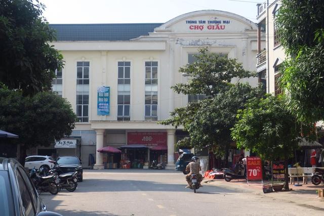 Từ Sơn nổi danh với các làng nghề cùng truyền thống buôn bán, giao thương kẻ chợ lâu đời với địa danh nổi tiếng như Chợ Giầu.