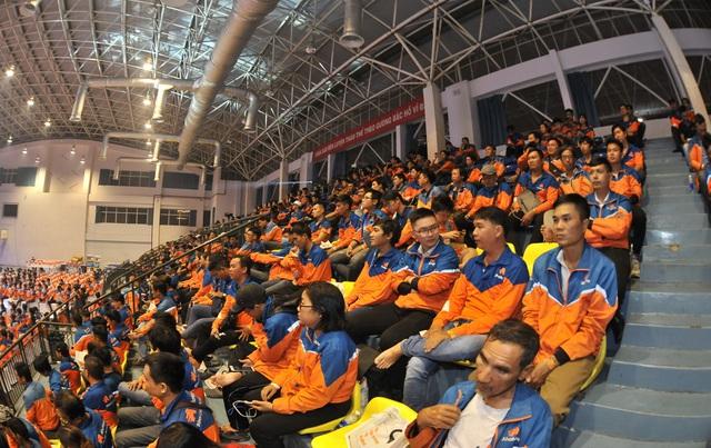 """""""Cơn lốc màu da cam"""" AhaMove biểu dương lực lượng, đông nghìn nghịt phủ kín hai nhà thi đấu lớn - Ảnh 2."""
