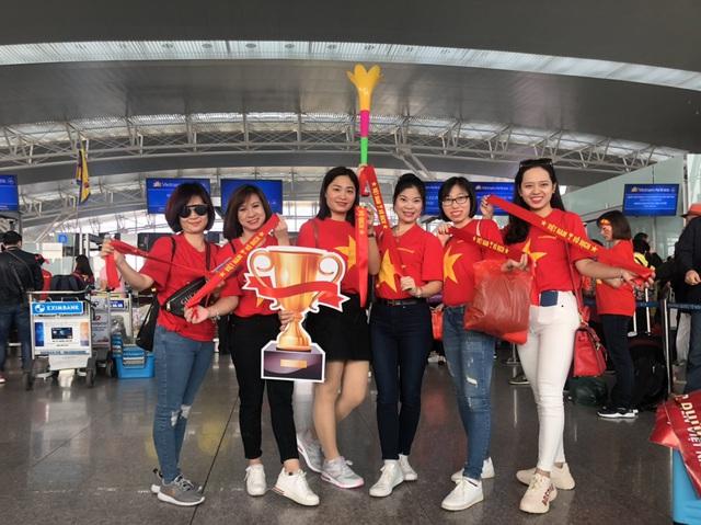 """""""Chịu chơi, chịu chi"""" như Dược Phúc Vinh: Thưởng nóng nhân viên bay Philipines cổ vũ bóng đá - Ảnh 2."""