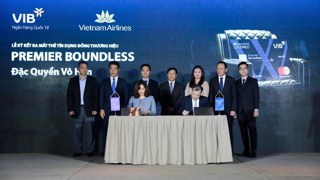 VIB và Vietnam Airlines hợp tác ra mắt dòng thẻ bay đặc quyền Premier Boundless - Ảnh 2.