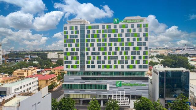 Khách sạn Holiday Inn ® and Suites đầu tiên tại Việt Nam đạt chứng nhận khách sạn 5 sao - Ảnh 1.