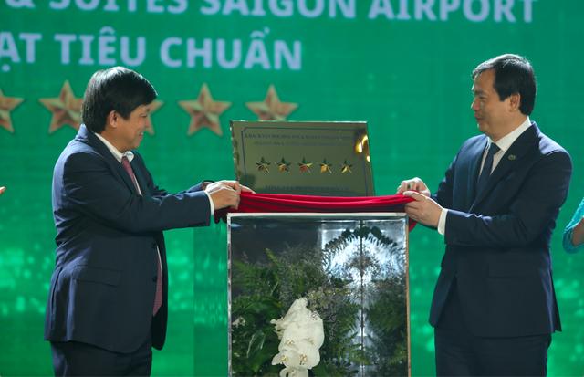Khách sạn Holiday Inn ® and Suites đầu tiên tại Việt Nam đạt chứng nhận khách sạn 5 sao - Ảnh 2.