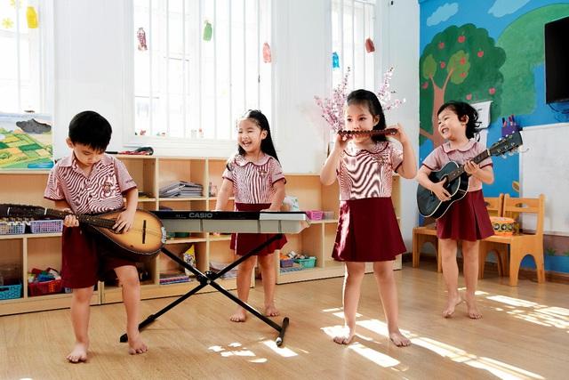 """Hội học sinh, sinh viên NHG tổ chức đêm nhạc Giáng sinh """"Quà tặng yêu thương"""" - ảnh 3"""