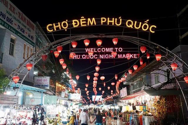 """Du lịch Phú Quốc """"chuyển mình"""" hút khách bằng kinh tế đêm - Ảnh 1."""