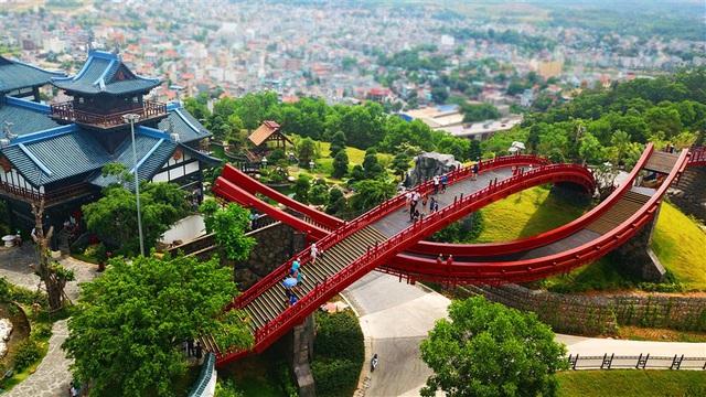 Những ẩn số đứng sau sự tăng trưởng của du lịch Quảng Ninh - Ảnh 2.