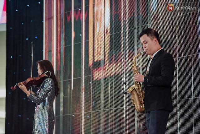 """Tóc Tiên và Bùi Anh Tuấn """"quẩy banh nóc"""" cùng hàng nghìn khán giả trong sự kiện âm nhạc cuối tuần - ảnh 10"""