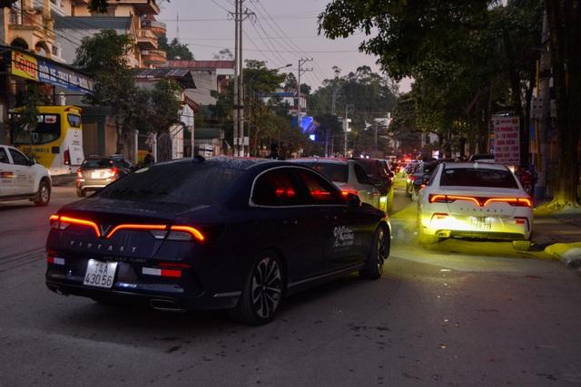 Hàng trăm chủ xe VinFast hào hứng tiếp tục hành trình chinh phục Hà Giang: Không mỏi mệt sau ngày đầu leo đèo - Ảnh 2.