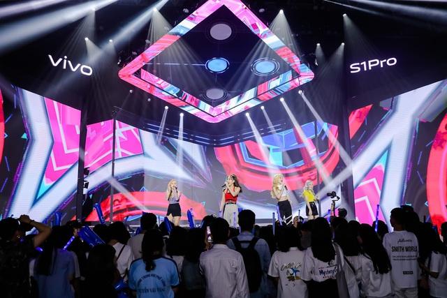 """Vivo S1 Pro ra mắt bùng nổ trong buổi tiệc âm nhạc và công nghệ """"Khai Phá Chất Riêng"""" - ảnh 2"""