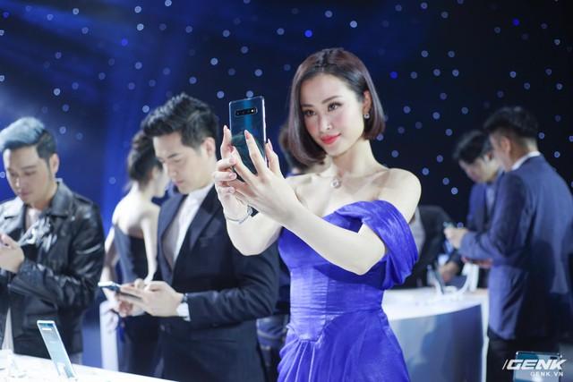 Thanh Hằng, Đông Nhi, Quỳnh Anh Shyn... háo hức chờ đợi giờ phút được trên tay siêu phẩm công nghệ - ảnh 4