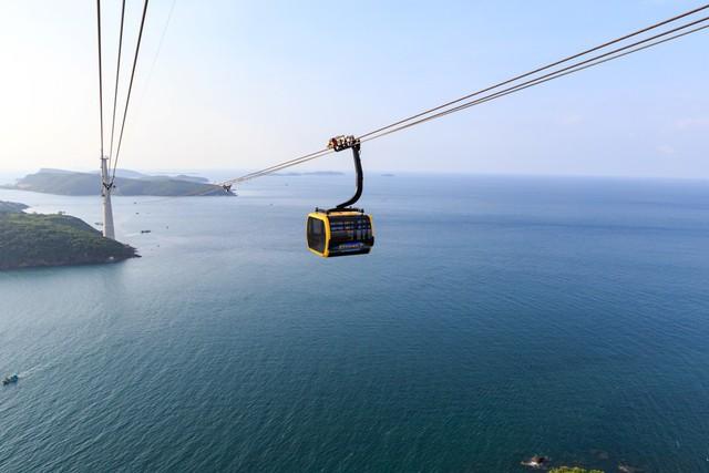 Sun World Hon Thom Nature Park hấp dẫn dòng khách lớn trong mùa Tết 2019 - Ảnh 1.