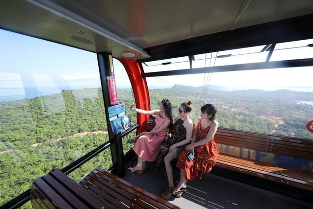 Sun World Hon Thom Nature Park hấp dẫn dòng khách lớn trong mùa Tết 2019 - Ảnh 2.
