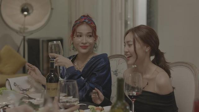 """Tết không cần phải đi chơi xa chỉ cần cười thả ga với Khả Như, Mạc Văn Khoa trong """"Cua lại vợ bầu"""" - Ảnh 8."""