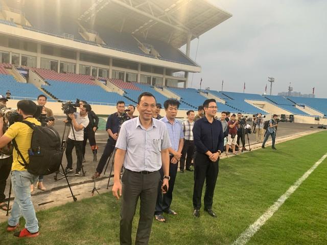 U23 Việt Nam bất ngờ nhận 500 triệu từ bầu Tam ngay trên sân tập - Ảnh 1.