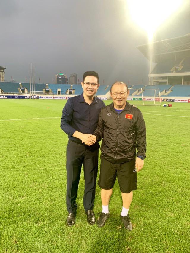 Bầu Tam và thương hiệu điện tử Asanzo luôn đồng hành cùng đổi tuyển U23 Việt Nam.