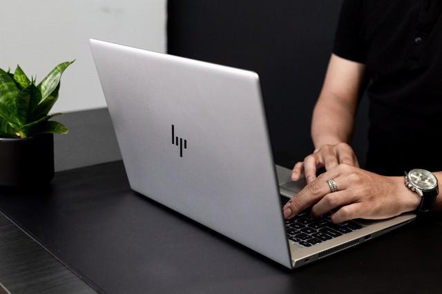 HP EliteBook 705 series G5: Sức mạnh ẩn chứa trong vẻ ngoài lịch lãm - Ảnh 1.
