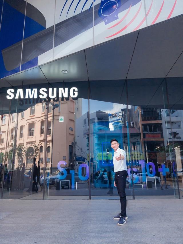 """Đến Samsung Showcase thì phải sống ảo với """"bức tường xanh"""" đang gây sốt trên MXH - Ảnh 1."""