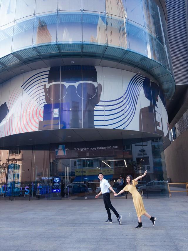 """Đến Samsung Showcase thì phải sống ảo với """"bức tường xanh"""" đang gây sốt trên MXH - Ảnh 2."""