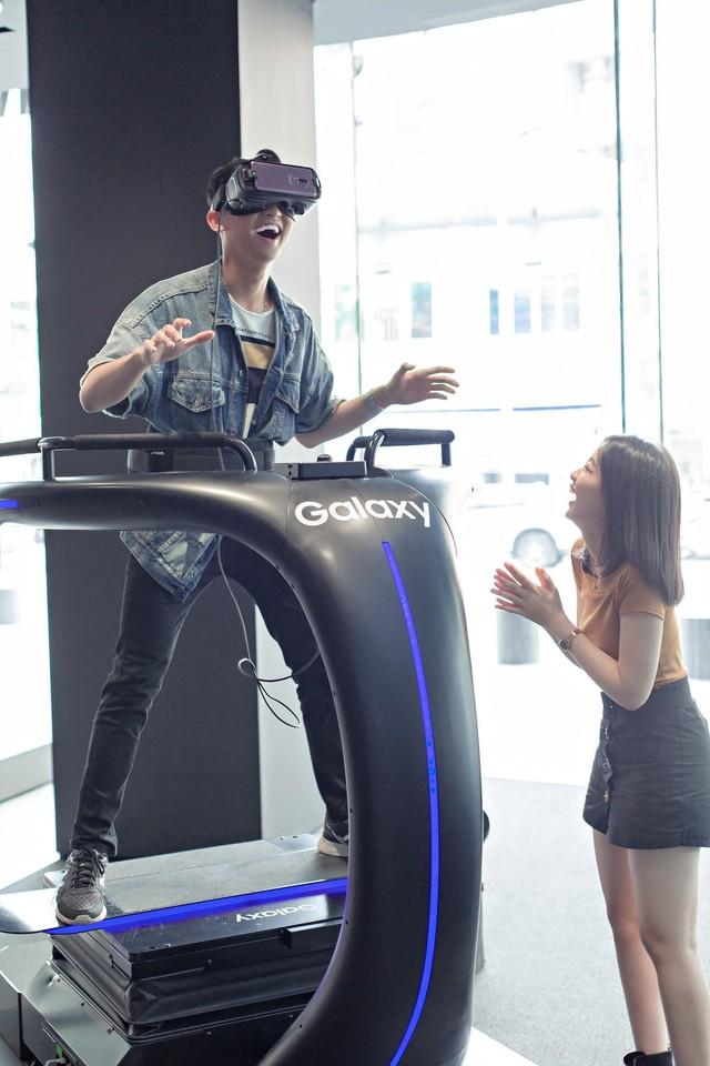 """Đến Samsung Showcase thì phải sống ảo với """"bức tường xanh"""" đang gây sốt trên MXH - Ảnh 8."""