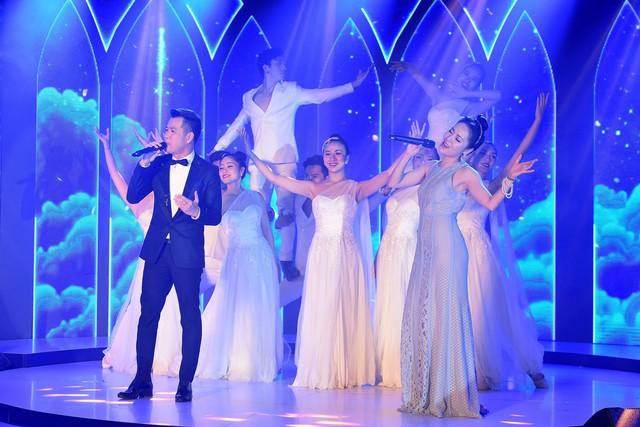 Wonder Fashion Show: Thăng hoa cảm xúc với âm nhạc, thời trang và công nghệ ánh sáng đỉnh cao - Ảnh 12.
