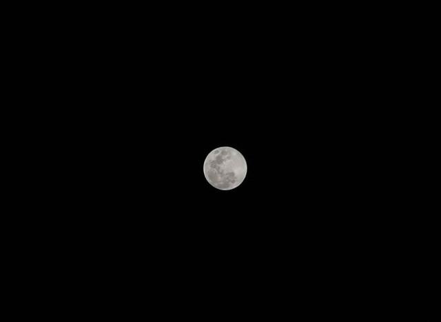 Thử thách chụp ảnh Mặt Trăng bằng điện thoại gây bão cộng đồng mạng - Ảnh 8.