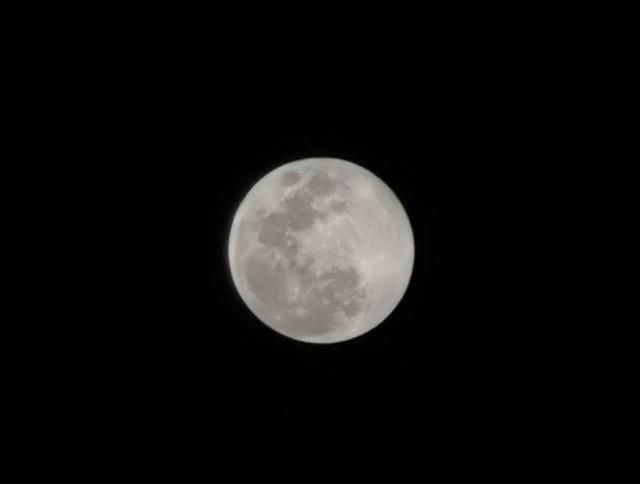 Thử thách chụp ảnh Mặt Trăng bằng điện thoại gây bão cộng đồng mạng - Ảnh 9.