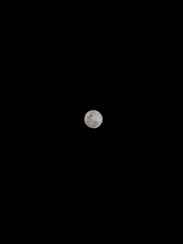 Thử thách chụp ảnh Mặt Trăng bằng điện thoại gây bão cộng đồng mạng - Ảnh 7.