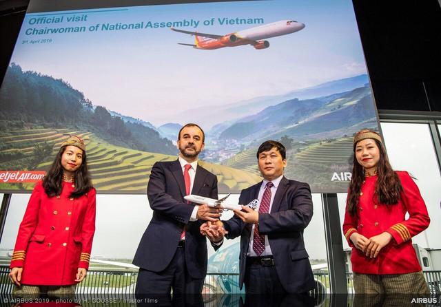Chủ tịch Quốc hội Nguyễn Thị Kim Ngân cùng Vietjet nhận bàn giao máy bay thế hệ mới A321neo tại Toulouse, Pháp - Ảnh 1.