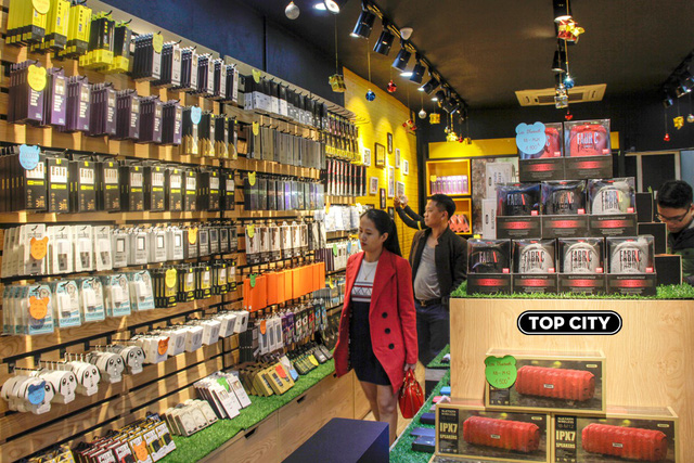Top City: Mô hình showroom mới mẻ, độc đáo và kỳ lạ giữa lòng Sài Gòn - Ảnh 1.