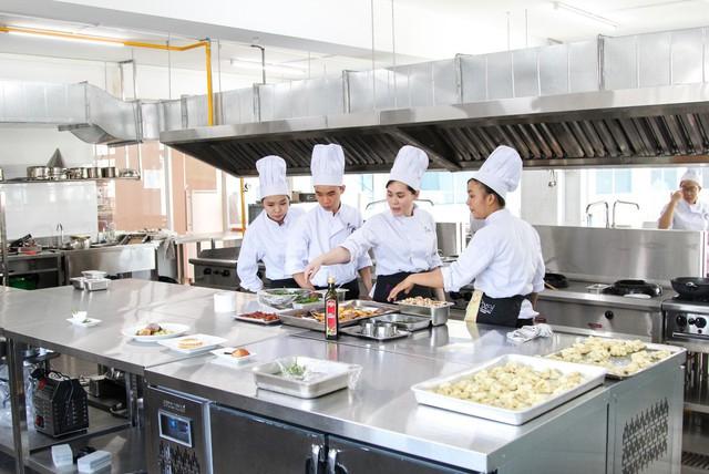Học cử nhân Quản trị nhà hàng chuẩn mực Pháp - bằng cấp Pháp ngay tại Việt Nam - Ảnh 1.