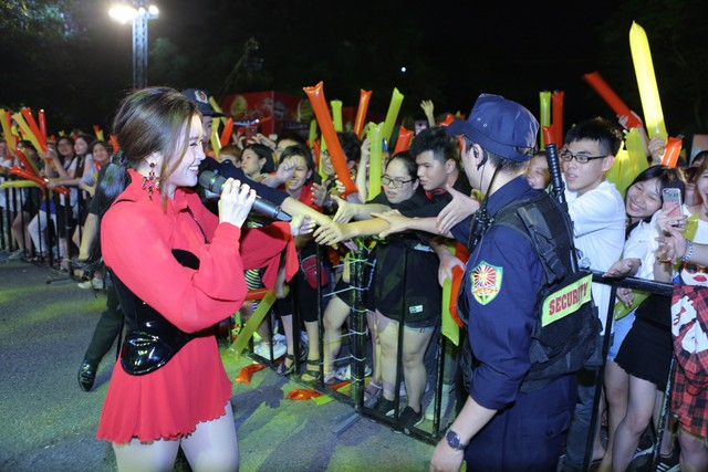 Giới trẻ Hà Nội mãn nhãn với đêm đại nhạc hội khai màn Phố Hàng Nóng - Ảnh 7.