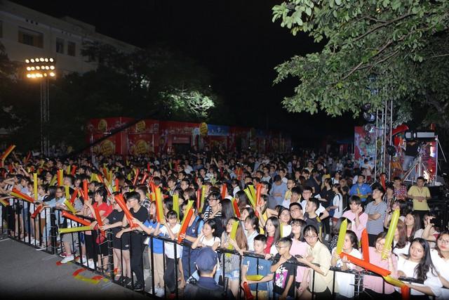 Giới trẻ Hà Nội mãn nhãn với đêm đại nhạc hội khai màn Phố Hàng Nóng - Ảnh 11.