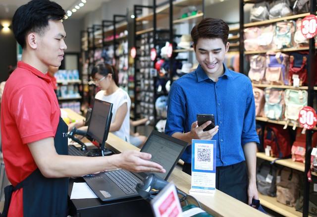 QR Pay đang thay đổi thói quen tiêu dùng tiền mặt của người Việt - 1