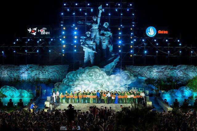 Hàng loạt ngôi sao âm nhạc hội tụ đêm nghệ thuật Câu chuyện hòa bình tại Quảng Bình - Ảnh 2.