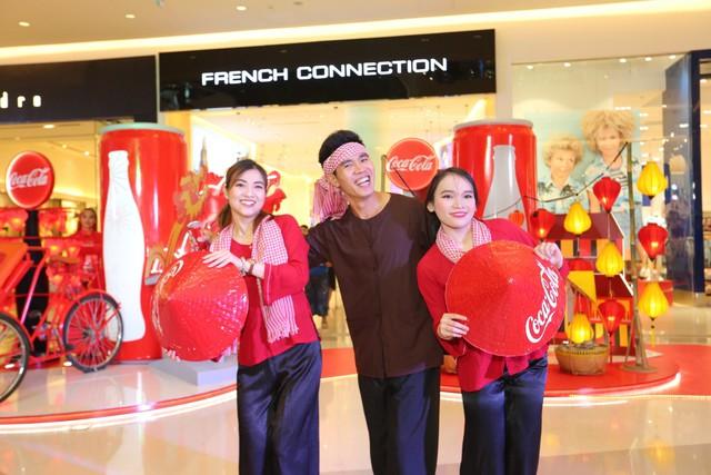 """""""Check-in"""" xuyên Việt chỉ trong một ngày, giới trẻ mê mẩn bộ lon Coca-Cola đặc biệt! - Ảnh 3."""
