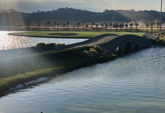 Xu hướng sở hữu bất động sản cạnh Golf, hướng biển - Ảnh 1.