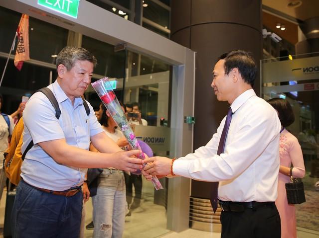 Sân bay Vân Đồn đón chuyến bay quốc tế đầu tiên - Ảnh 2.