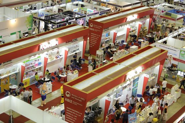 Thị trường bán lẻ Việt Nam tăng trưởng mạnh, phân khúc hàng cao cấp chiếm lĩnh thị trường - Ảnh 1.