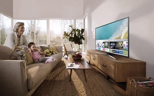 Smart TV: món quà thiết thực mà ý nghĩa dành tặng những người lớn tuổi - Ảnh 2.