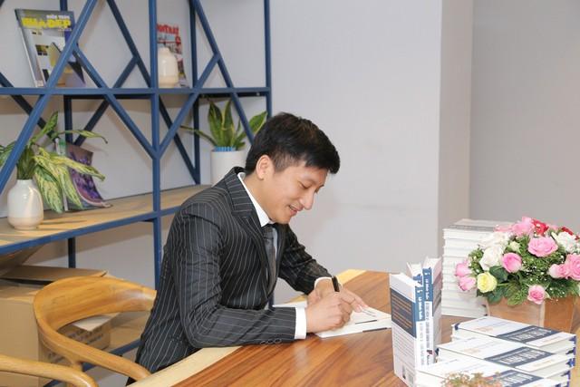 Tác giả Lê Minh Tuấn ra mắt sách 'Bí mật hành vi - Chìa khóa thành công' - Ảnh 2.