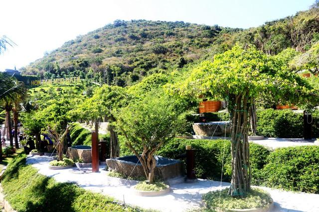 Khu tắm bùn trên đảo đẹp như công viên ở nước ngoài - Ảnh 2.