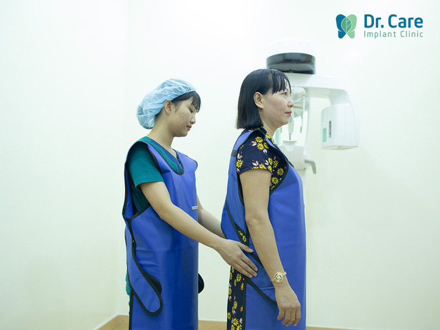 Nha khoa chuyên sâu trồng răng Implant cho người trung niên - Ảnh 1.