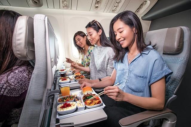 Hãng hàng không quốc tế Emirates (EK) làm  hài lòng khách hàng như thế nào? - Ảnh 1.