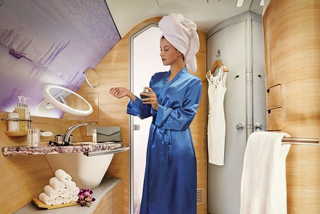 Hãng hàng không quốc tế Emirates (EK) làm  hài lòng khách hàng như thế nào? - Ảnh 2.