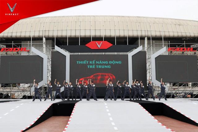 VinFast bàn giao hàng trăm xe Fadil, lập kỷ lục tại Việt Nam - Ảnh 2.
