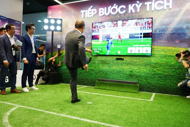 Ra mắt S10+ phiên bản Park Hang-seo riêng cho Việt Nam, thị trường 90 triệu dân ngày càng được Samsung quan tâm hơn - Ảnh 3.